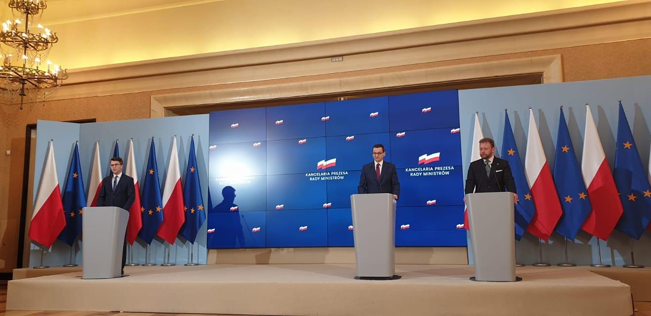 Minister Łukasz Szumowski w Kancelaria Premiera: Ograniczamy wychodzenie z domu ...