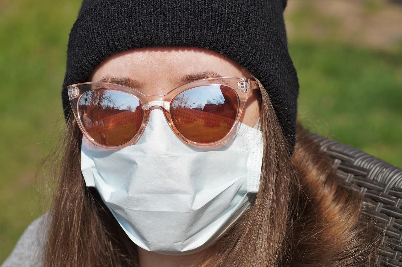 #AlertRCB:  Uwaga! Zasłon usta i nos. Powiat wieluński w czerwonej strefie epide...